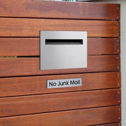 Milkcan-8102STS-Chelsea-fence-letterbox-stainless-black-hs2-800px